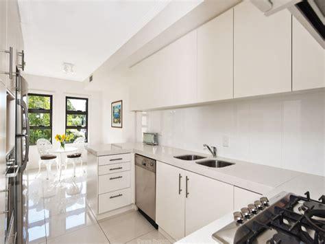 contemporary for kitchen أروع تصميمات المطابخ مربعة الشكل لعام 2014 5685