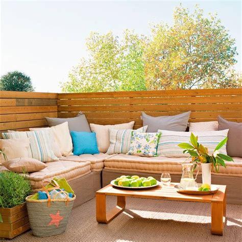 hacer sofa terraza 10 terrazas peque 241 as pero bien aprovechadas
