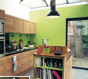 un mur colore dans la cuisine vert anis bois cuisine With idee deco cuisine