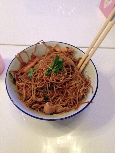 cuisine chinoise recettes nouilles chinoises soja et poulet au wok facile