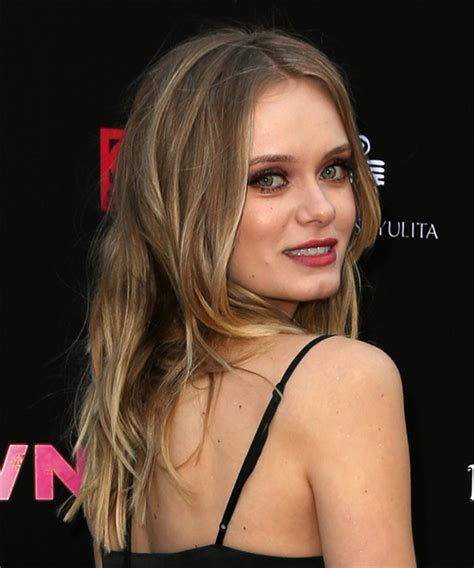sara paxton long wavy casual shag hairstyle blonde hair