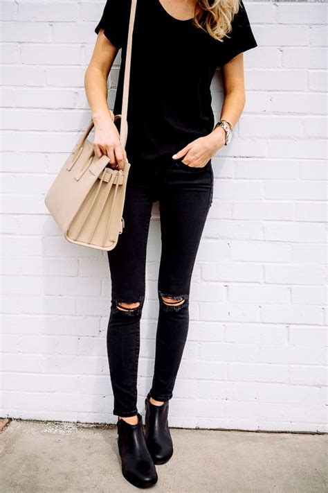 25+ best ideas about Black Outfits on Pinterest   Heels outfits Black heels outfit and Date outfits