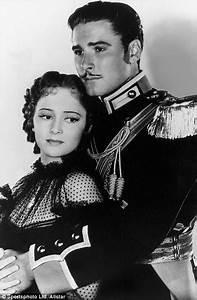 Classic Screen Teams: Olivia de Havilland & Errol Flynn ...