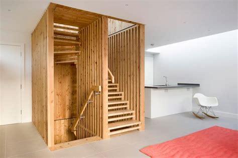 inspirasi tangga unik  rumah mungil