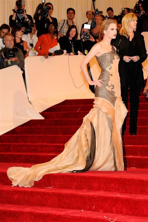 The Most Glamorous Trains at the Met Gala Red Carpet - Met ...