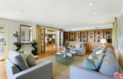 40+ Gorgeous Celebrity Living Rooms (photos