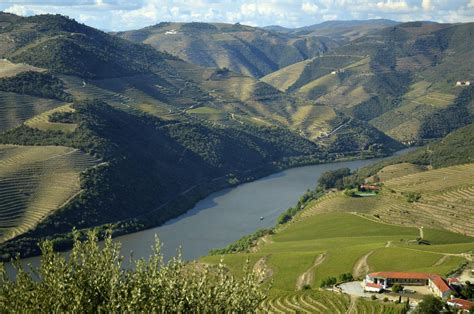 trip guide  douro valley  portugal xcitefunnet