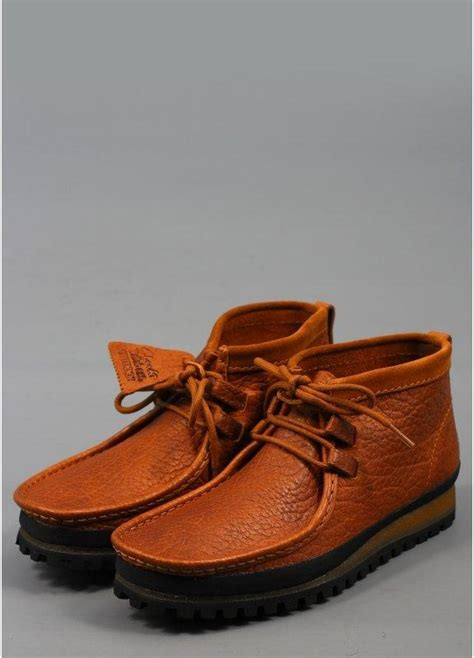 clarks wallabee  shoe cognac