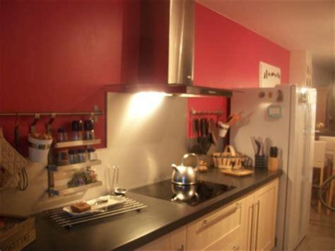 cuisine couleur framboise décoration cuisine couleur framboise exemples d 39 aménagements