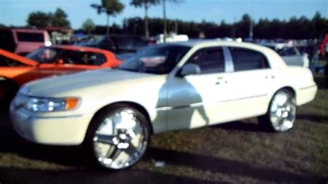 2001 Lincoln Town Car With 22 Inch Rims