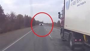 Voiture Qui Ne Démarre Pas : voil comment ne pas doubler un camion sur une route double sens ~ Gottalentnigeria.com Avis de Voitures