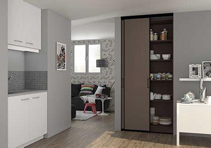 cuisine dans un placard placard de cuisine et aménagements sur mesure centimetre