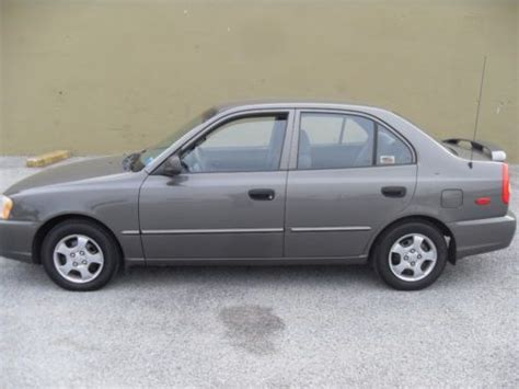 find   hyundai accent gl sedan  door