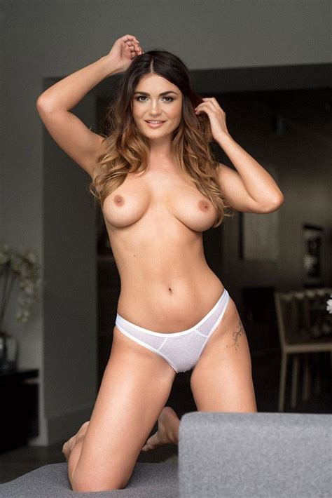 India Reynolds Topless And Sexy Pics Scandal Planet