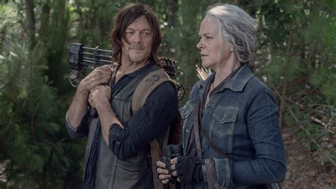 Surrounded by walkers, going back out into the tunnel to search is a guaranteed death wish. The Walking Dead: Serien-Aus nach Staffel 11 | Sky