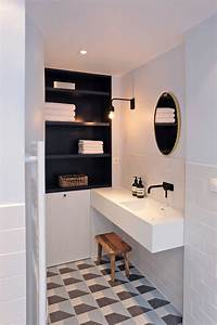 Carrelage Salle De Bain Blanc : sol graphique et carrelage blanc dans la salle de bains ~ Melissatoandfro.com Idées de Décoration