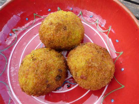 cuisine sicilienne arancini les arancini les boulettes de riz à la viande siciliennes