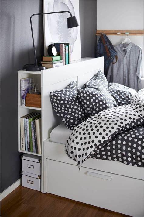 lit avec rangement petit espace chevet suspendu tete de