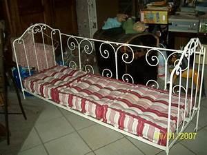 Lit En Fer Forgé Ancien : lit en fer ancien meubles pinterest lits en fer ~ Teatrodelosmanantiales.com Idées de Décoration
