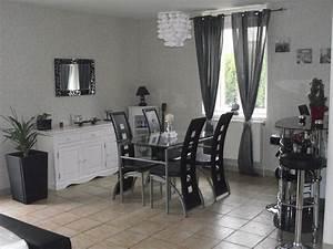 Decoration salle a manger gris et blanc for Idee deco cuisine avec meuble salle a manger chene clair