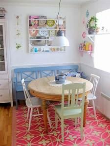 Sofa In Der Küche : essecke gestalten blaue holzcouch runder esstisch k che farben pinterest runder esstisch ~ Bigdaddyawards.com Haus und Dekorationen