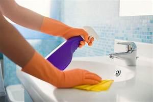Schimmel Entfernen Bad : schimmel im bad entfernen und vorbeugen bad putzen ~ Watch28wear.com Haus und Dekorationen