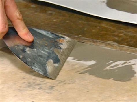 How to Install Vinyl Flooring   how tos   DIY