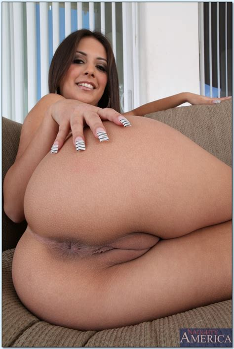 Latin Wife Babe Jynx Maze Shows Her Big Booty And Spreads Pussy