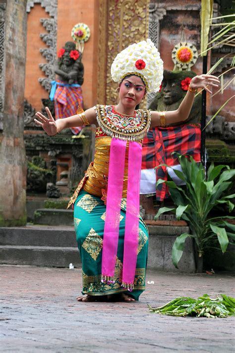 tarian indonesia wikipedia bahasa indonesia