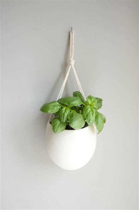 suspension de cuisine et si on suspendait les pots de fleurs au mur gain de place déco et utile pas mal mon