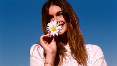 daisy marc jacobs  model kaia gerber tv advert songs