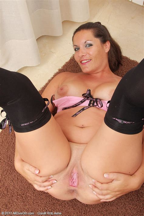 Brunette Milf Lara Martinez Is Chubby Hot Pichunter