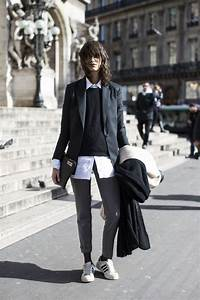 How To Wear Sneakers At Work | Aelida