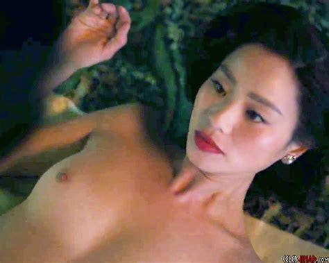 Daphne Cheung  nackt