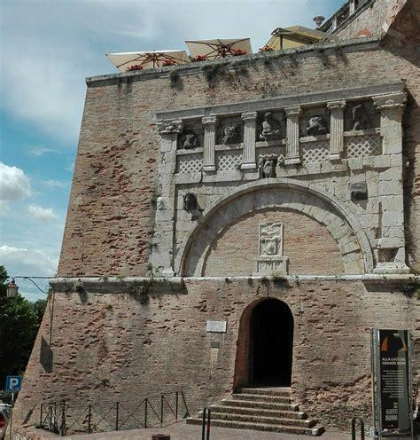 porta marzia perugia perugia torri e pozzi della citt 224 medievale festival