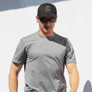 jeremy renner swimsuit jeremy renner pictures with high quality photos