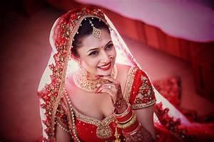 Divyanka Tripathi Hot & Sexy Latest HD Images Download