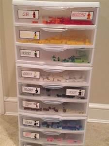 Lego Aufbewahrung Ideen : best 25 lego organizing ideas on pinterest lego boys rooms lego storage and lego kids rooms ~ Orissabook.com Haus und Dekorationen