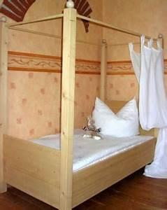 Jugendbett Für Mädchen : jugendbett stabil und massiv f r m dchen jungen ~ Frokenaadalensverden.com Haus und Dekorationen