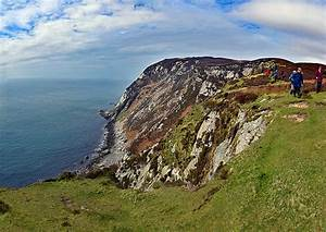 Walking along the steep cliffs of the Oa panorama, Isle of ...