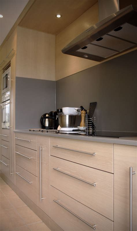 cuisine bois gris clair cuisine en chêne brossé blanchi plan de travail en