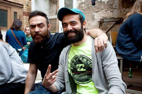 fluechtlinge  berlin reparieren fahrraeder kettenfett fuer