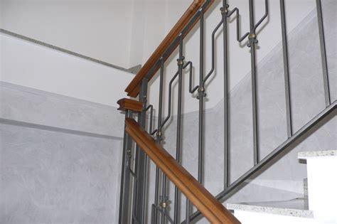 corrimano per scale a chiocciola corrimano in legno per scale interne con corrimano per