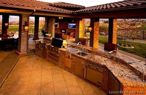 Awesome Outdoor Kitchen/living Space -- 10 Most Amazing Outdoor Home Theaters