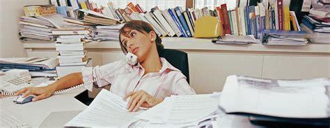bureau rang mon bureau est toujours mal rangé je n arrive pas à