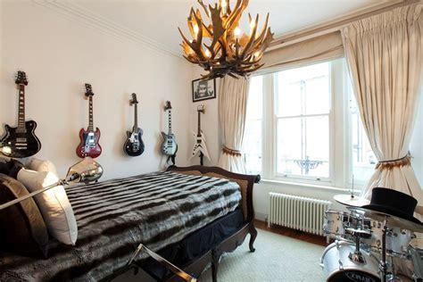 Decided to turn my bedroom into a music studio. Dark but Cozy, Emo Bedrooms | atzine.com