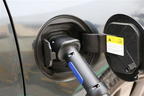 electric cars charging how do electric car charging stations work maine