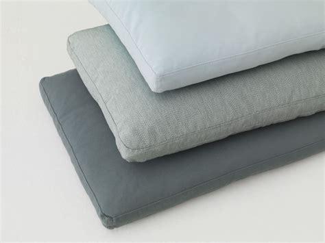 tissus pour canapé coussin rectangulaire en tissu pour canapé pill by zeitraum