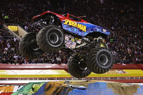 videos de monster trucks todos los secretos del monster jam