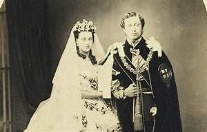 Photo marks The Queen & Prince Philip's 70th wedding ...